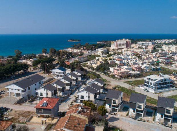 4 bed villa for sale near to the beach in Mavişehir