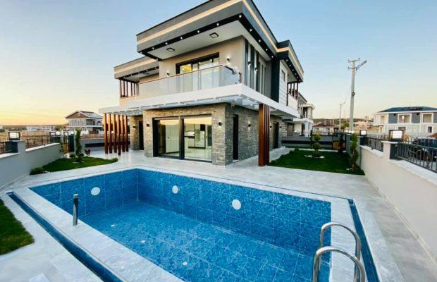 Modern top quality villa in a superb location in Didim Altinkum